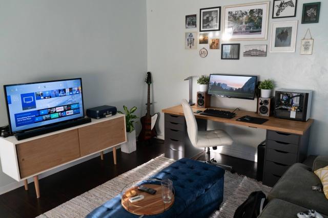PC_Desk_UltlaWideMonitor37_30.jpg