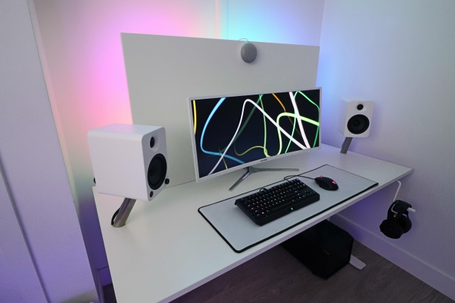 PC_Desk_UltlaWideMonitor37_31.jpg