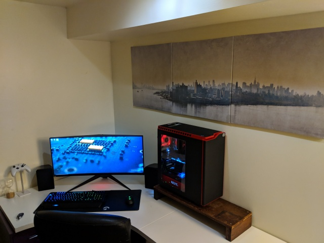 PC_Desk_UltlaWideMonitor37_32.jpg