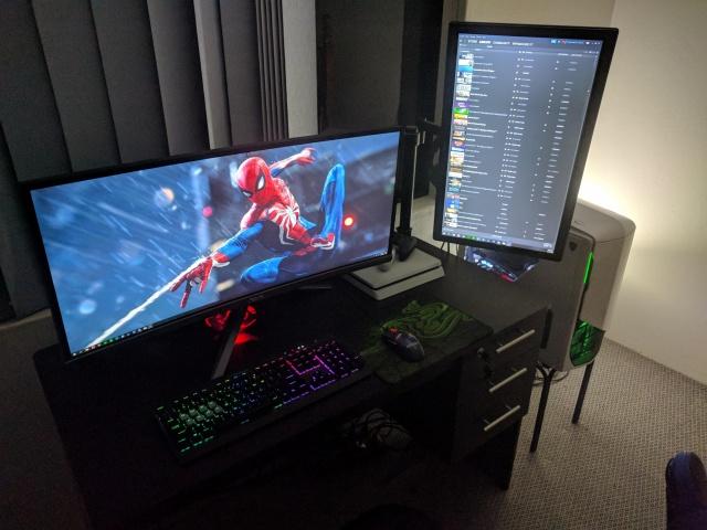 PC_Desk_UltlaWideMonitor37_37.jpg