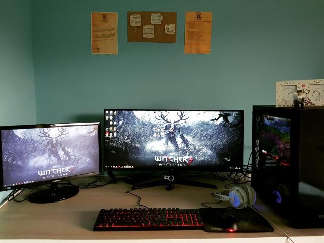 PC_Desk_UltlaWideMonitor37_40.jpg