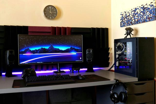 PC_Desk_UltlaWideMonitor37_46.jpg
