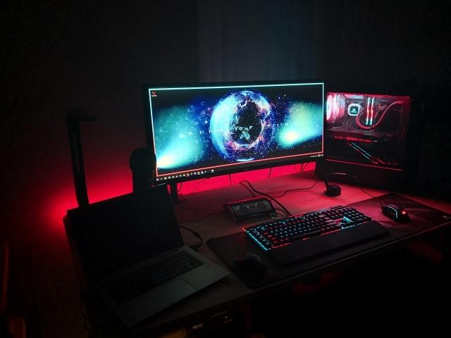 PC_Desk_UltlaWideMonitor37_49.jpg