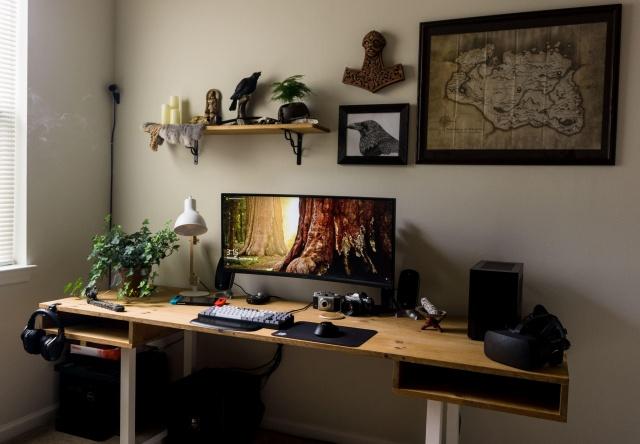 PC_Desk_UltlaWideMonitor37_52.jpg