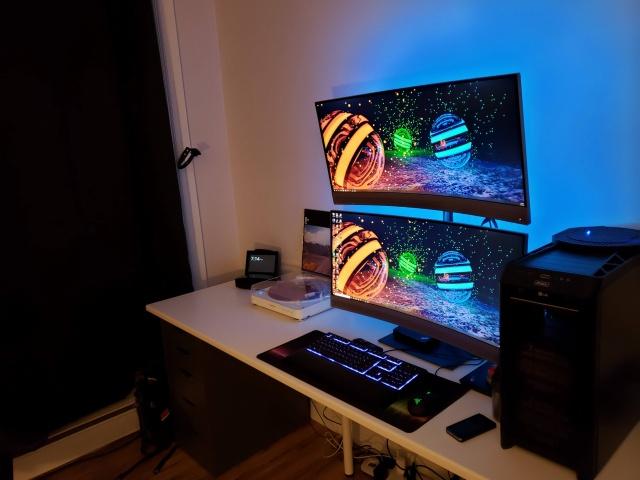 PC_Desk_UltlaWideMonitor37_55.jpg