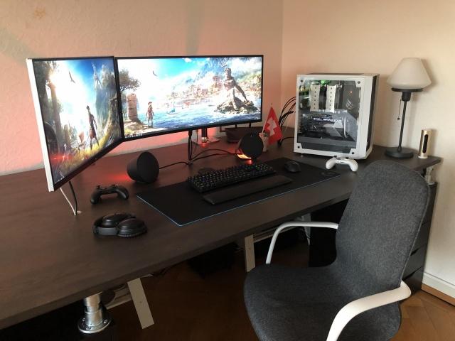 PC_Desk_UltlaWideMonitor37_61.jpg