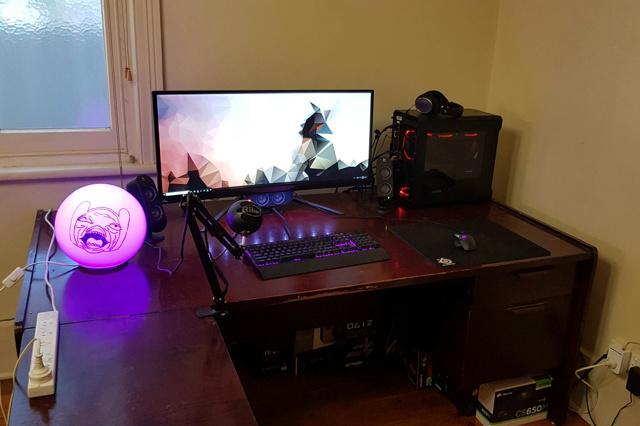 PC_Desk_UltlaWideMonitor37_62.jpg