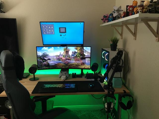 PC_Desk_UltlaWideMonitor37_69.jpg