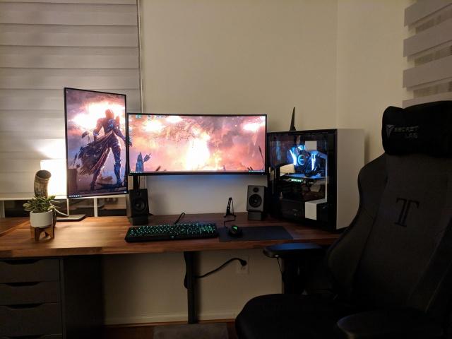 PC_Desk_UltlaWideMonitor37_75.jpg