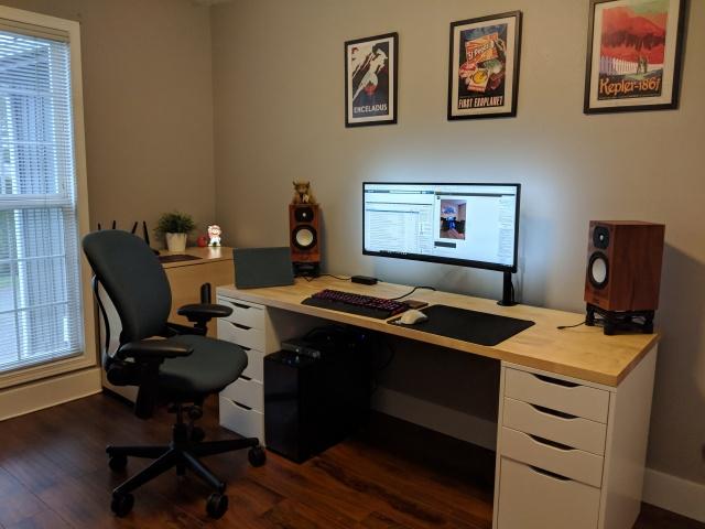 PC_Desk_UltlaWideMonitor37_77.jpg