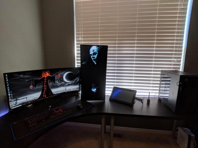 PC_Desk_UltlaWideMonitor37_83.jpg