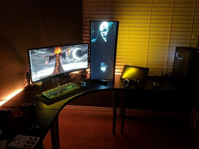 PC_Desk_UltlaWideMonitor37_90.jpg