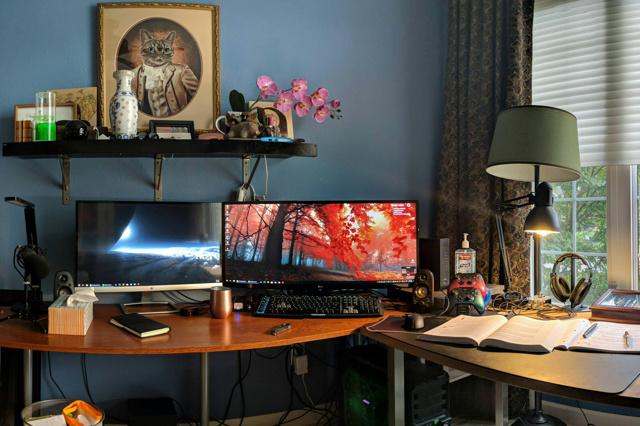 PC_Desk_UltlaWideMonitor37_92.jpg