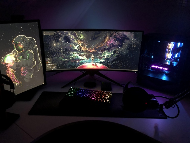 PC_Desk_UltlaWideMonitor37_96.jpg