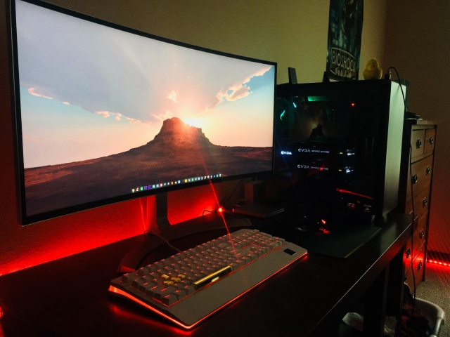 PC_Desk_UltlaWideMonitor37_97.jpg