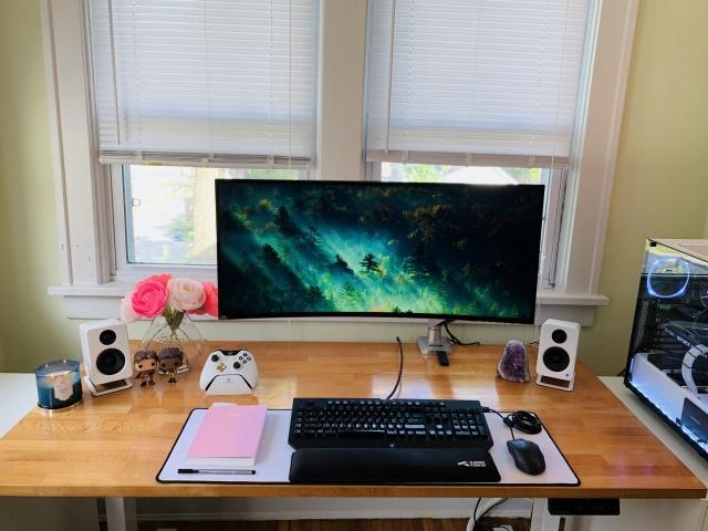 PC_Desk_UltlaWideMonitor37_98.jpg