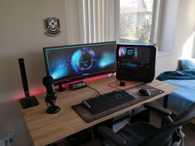 PC_Desk_UltlaWideMonitor38_07.jpg