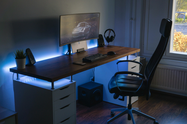 PC_Desk_UltlaWideMonitor38_20.jpg