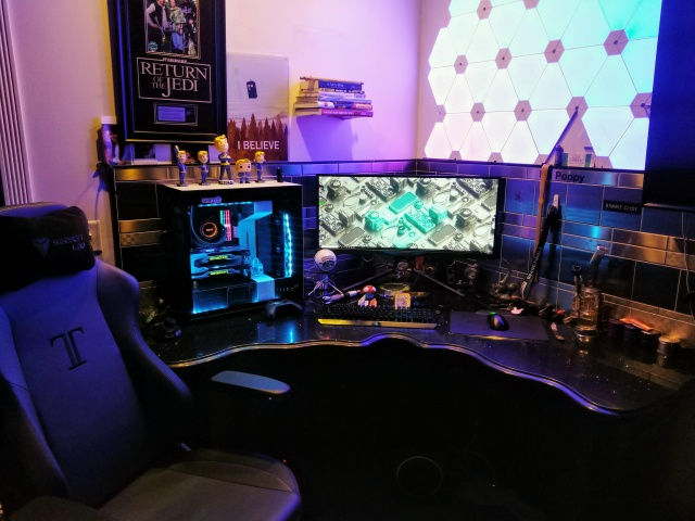 PC_Desk_UltlaWideMonitor38_24.jpg