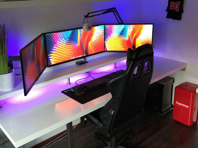 PC_Desk_UltlaWideMonitor38_36.jpg