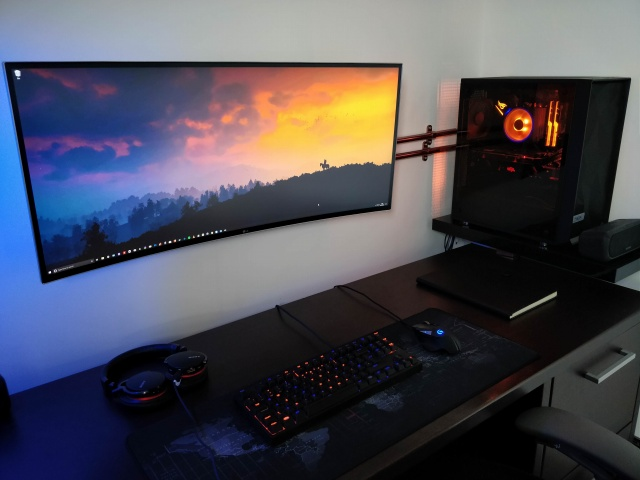 PC_Desk_UltlaWideMonitor38_37.jpg
