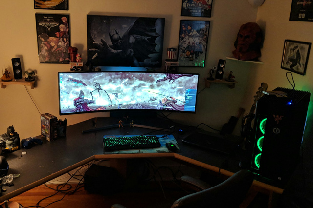 PC_Desk_UltlaWideMonitor38_83.jpg