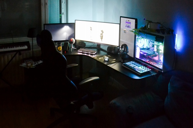 PC_Desk_UltlaWideMonitor38_91.jpg