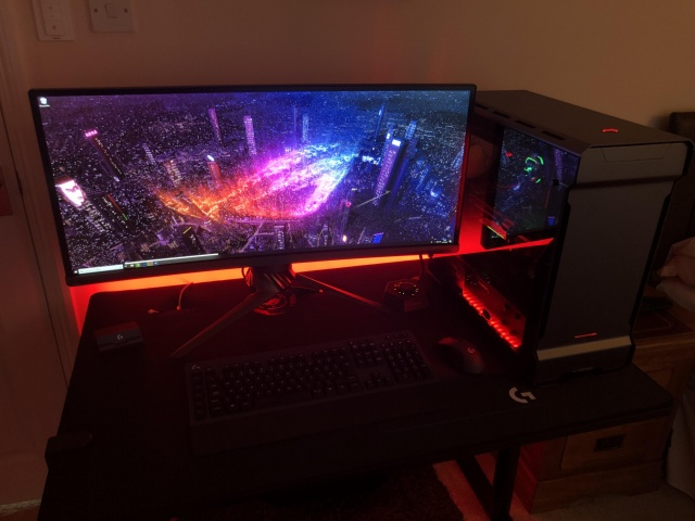 PC_Desk_UltlaWideMonitor39_10.jpg