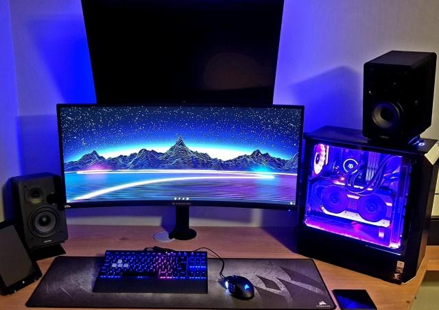 PC_Desk_UltlaWideMonitor39_23.jpg