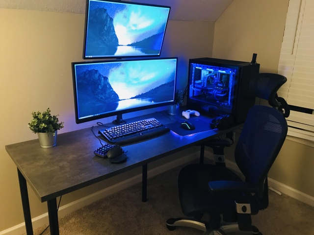 PC_Desk_UltlaWideMonitor39_37.jpg