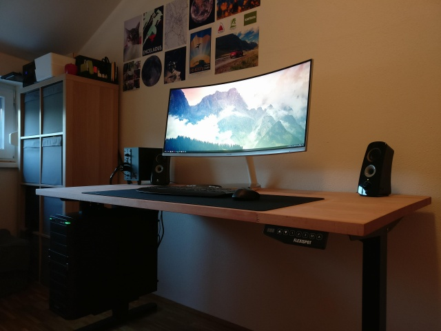 PC_Desk_UltlaWideMonitor39_45.jpg