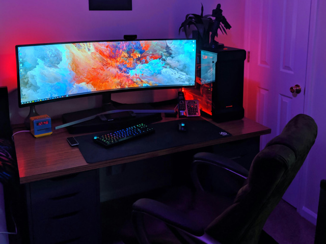 PC_Desk_UltlaWideMonitor39_52.jpg