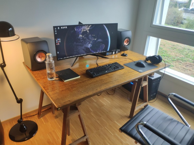 PC_Desk_UltlaWideMonitor39_54.jpg
