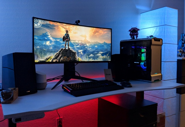 PC_Desk_UltlaWideMonitor39_77.jpg