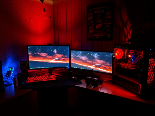 PC_Desk_UltlaWideMonitor40_02.jpg
