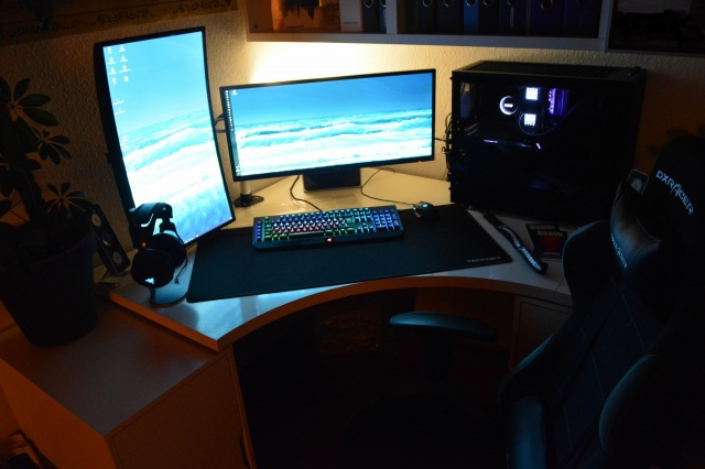 PC_Desk_UltlaWideMonitor40_20.jpg