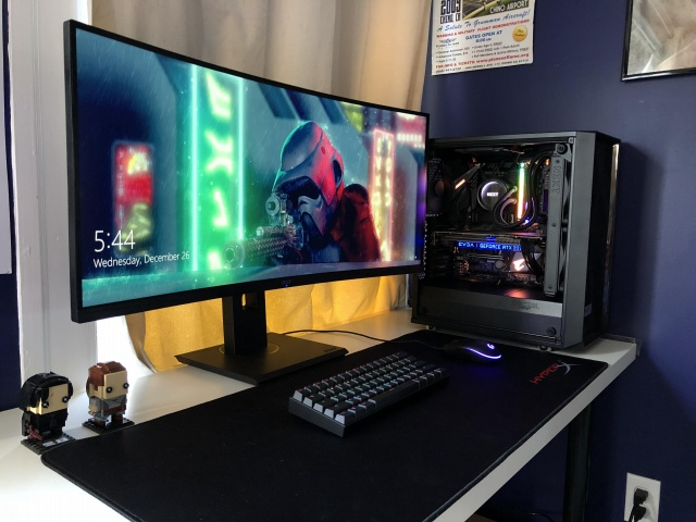 PC_Desk_UltlaWideMonitor40_26.jpg