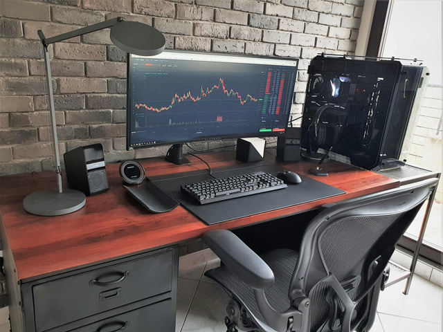 PC_Desk_UltlaWideMonitor40_49.jpg