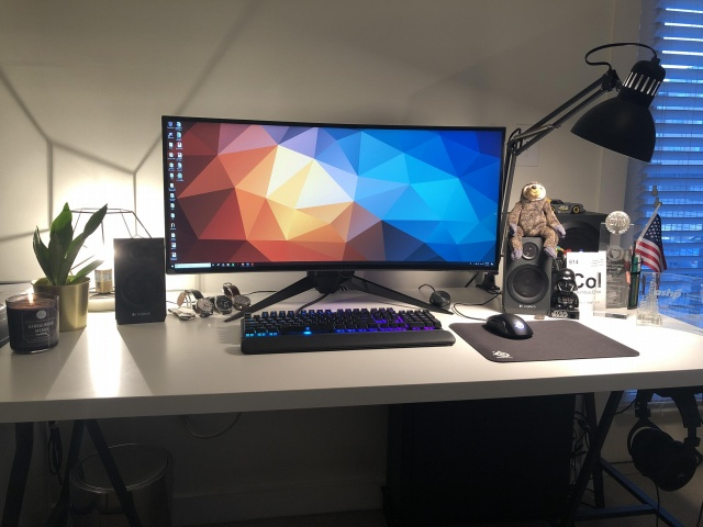 PC_Desk_UltlaWideMonitor40_68.jpg