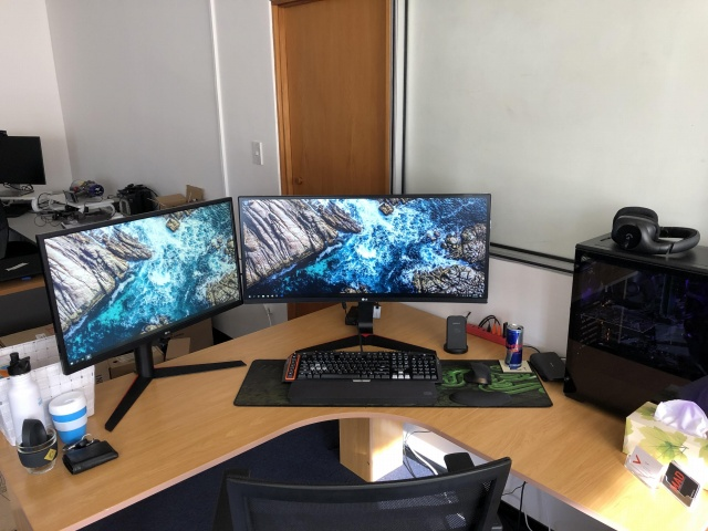 PC_Desk_UltlaWideMonitor40_72.jpg