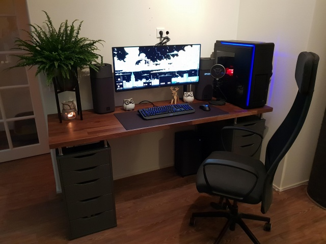 PC_Desk_UltlaWideMonitor40_93.jpg