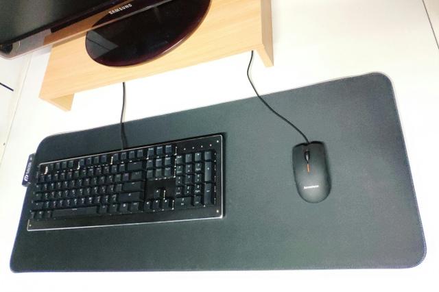 Raymii_RGB_Mouse_Pad_03.jpg