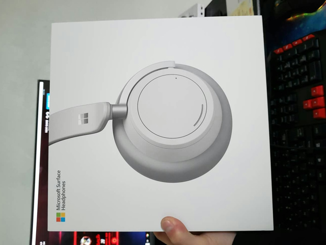 Surface_Headphones_01.jpg