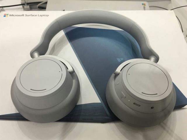 Surface_Headphones_02.jpg