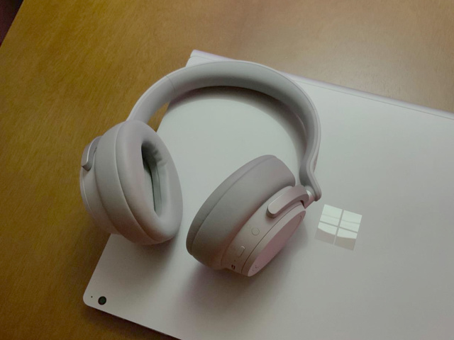 Surface_Headphones_10.jpg