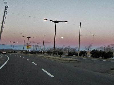 11月釧路早朝西空に月