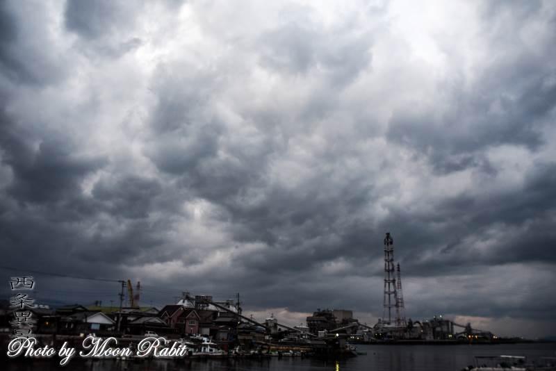 四国電力西条発電所と雲 愛媛県西条市喜多川