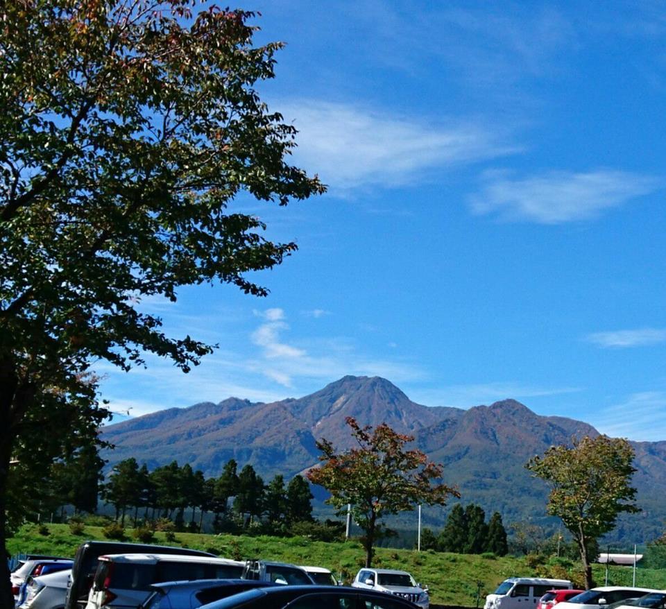 【秋晴れの妙高山】