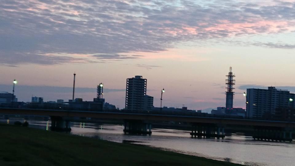 【朝焼けのやすらぎ堤をジョギング】-1