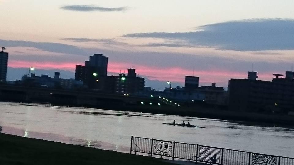 【朝焼けのやすらぎ堤をジョギング】-3